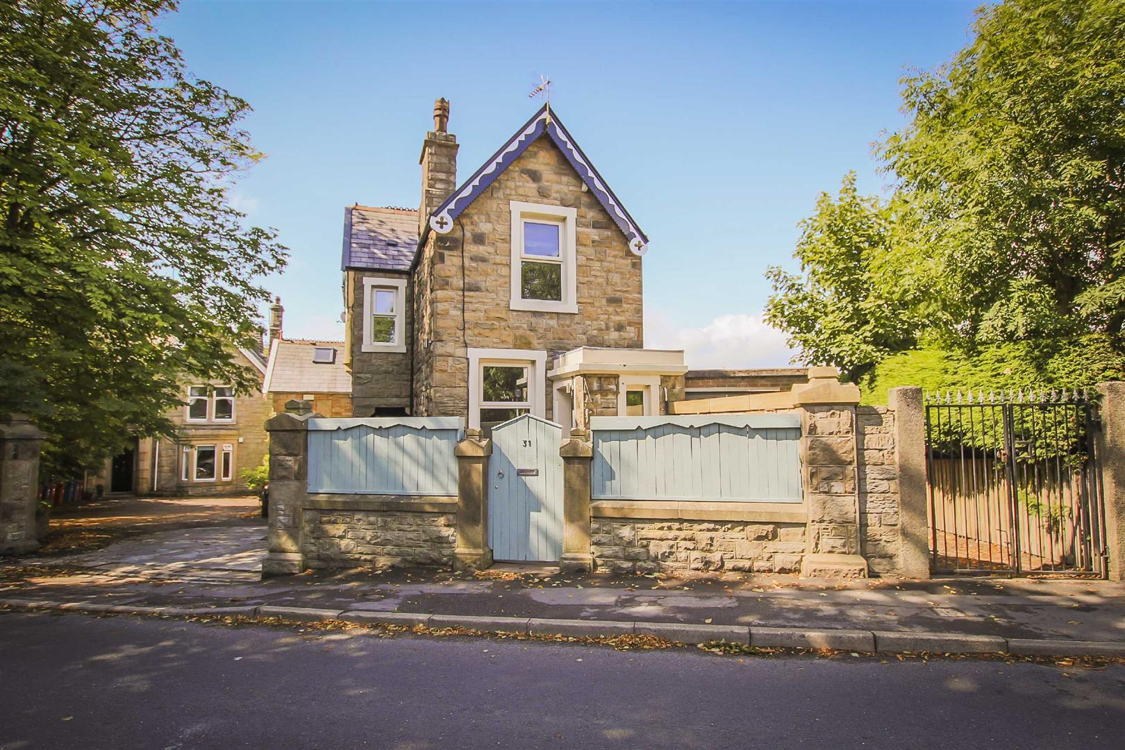 2 Bedroom Detached House For Sale - Image 4